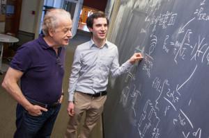 Federico Capasso (sinistra), Steven J. Byrnes (destra), e Romain Blanchard propongono una nuova maniera per collezionare l'energia infrarossa